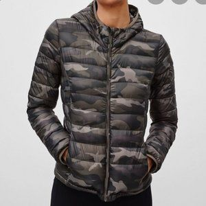 Aritzia parklife camo puffer down jacket small